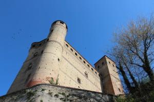 castello-di-serralunga-dalba